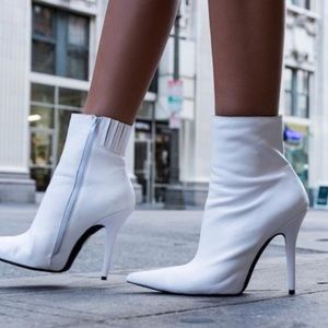 Jeffreycampbell white booties size 8